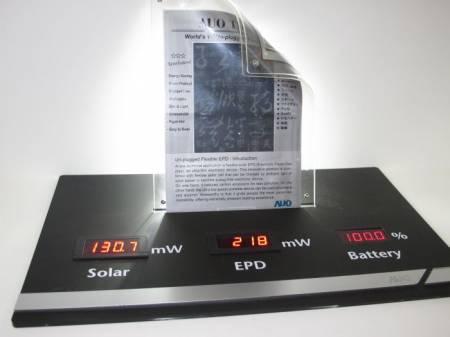 Компания AUO презентовала гибкую электронную бумагу, которая работает от солнечной батареи
