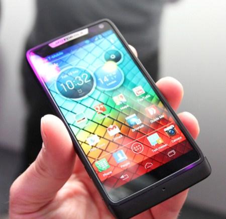 Motorola RAZR i получил процессор с частотой 2 ГГц